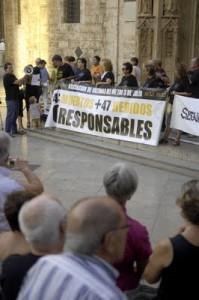 La Asociación de víctimas del metro 3 de Julio sigue concentrándose los días 3 de cada mes.